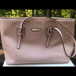 Cute Pink Purse That Would Look Good With Anything